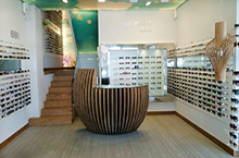 Harry Larys at SUN MARINE OPTICAS